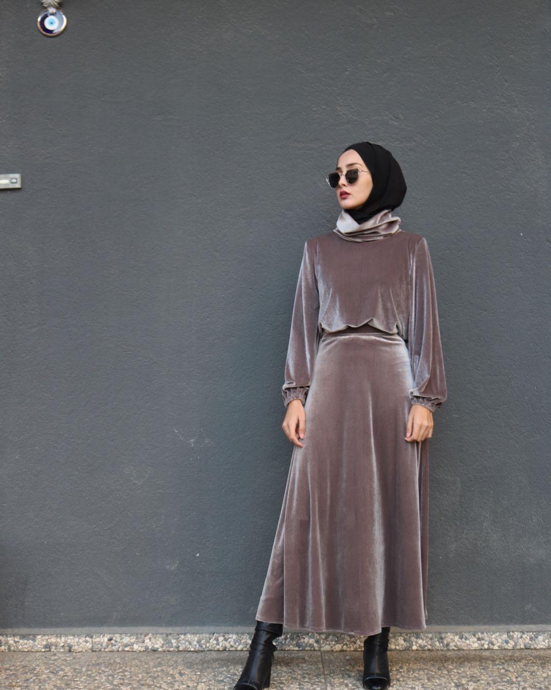 Kadife Takim Yarim Klos Etek Balikci Yaka Bluz Seklindedir Bluz Boy 55cm Etek Boy 95cm Renkle Klos Etek Kadife Giyim