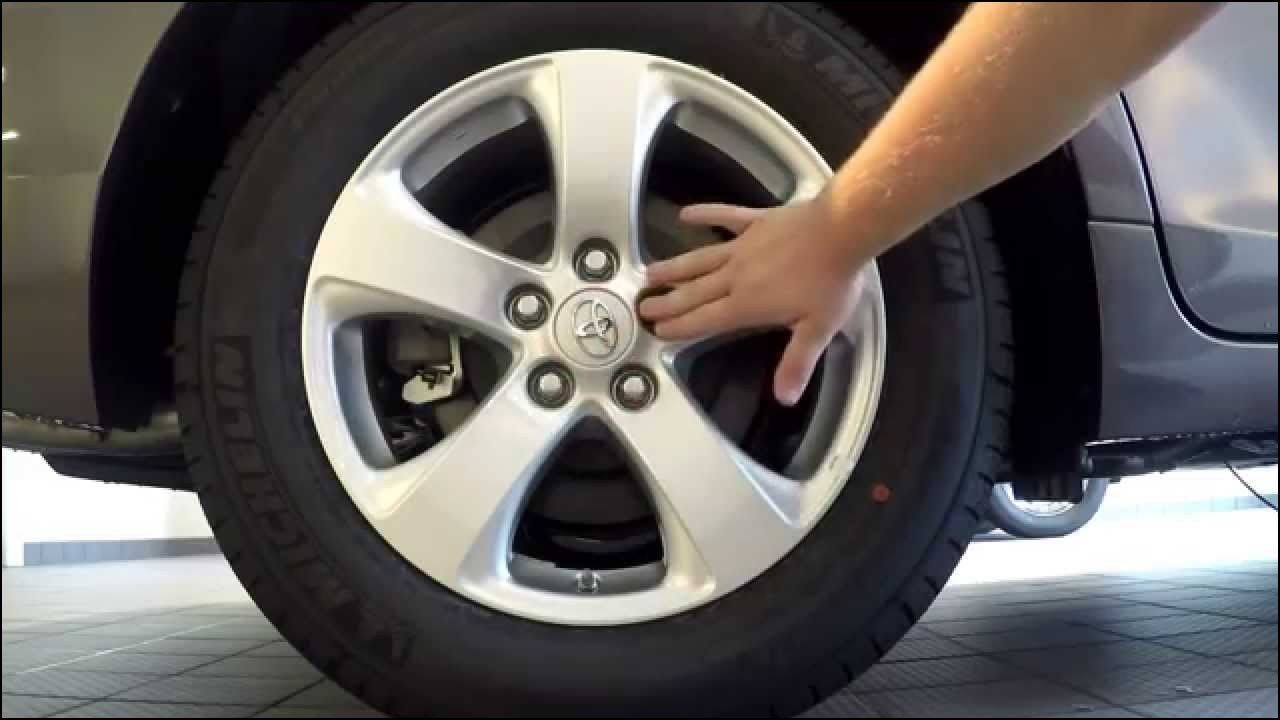 2015 toyota sienna how to replace a tire with a spare tire