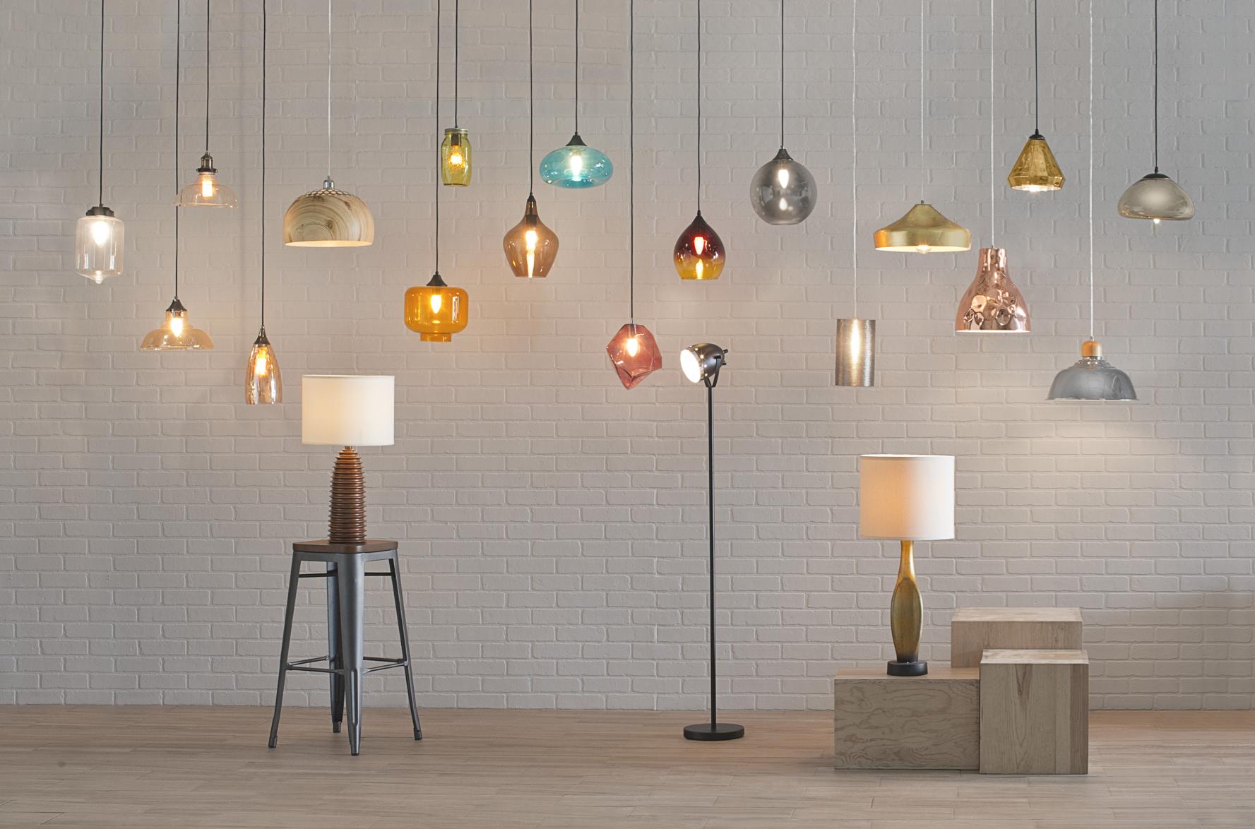 Dale a tu hogar esa luz que necesita con nuestra variedad de colgantes y lámparas