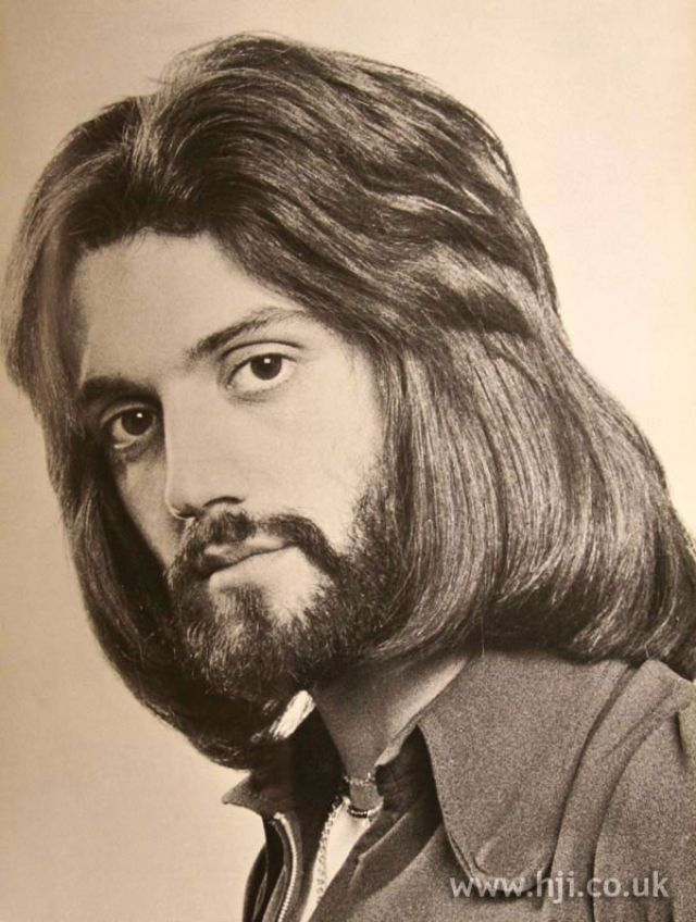 Whether Short Or Long The Men S Hairstyles In The 1970s Are Characterized By Bobbing And Sideburns These Hairs Were Real 70s Hair Mens Hairstyles Model Hair
