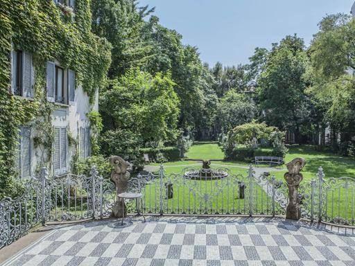 La Casa degli Atellani in corso Magenta, a due passi dalla chiesa di Santa Maria delle Grazie: nel parco è stato individuato il vitigno di Leonardo