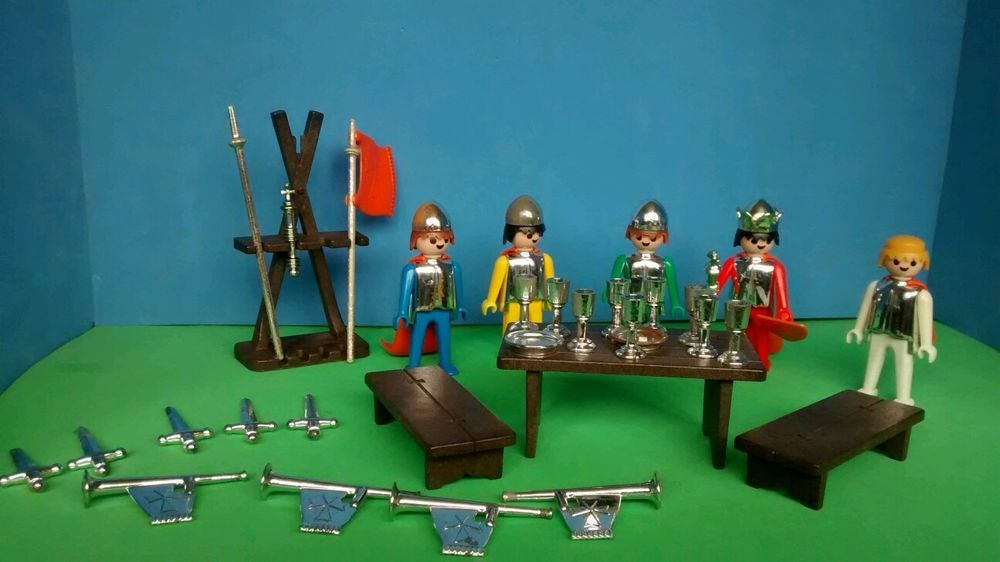Vintage geobra 1974 playmobil knights weapons table Table playmobil