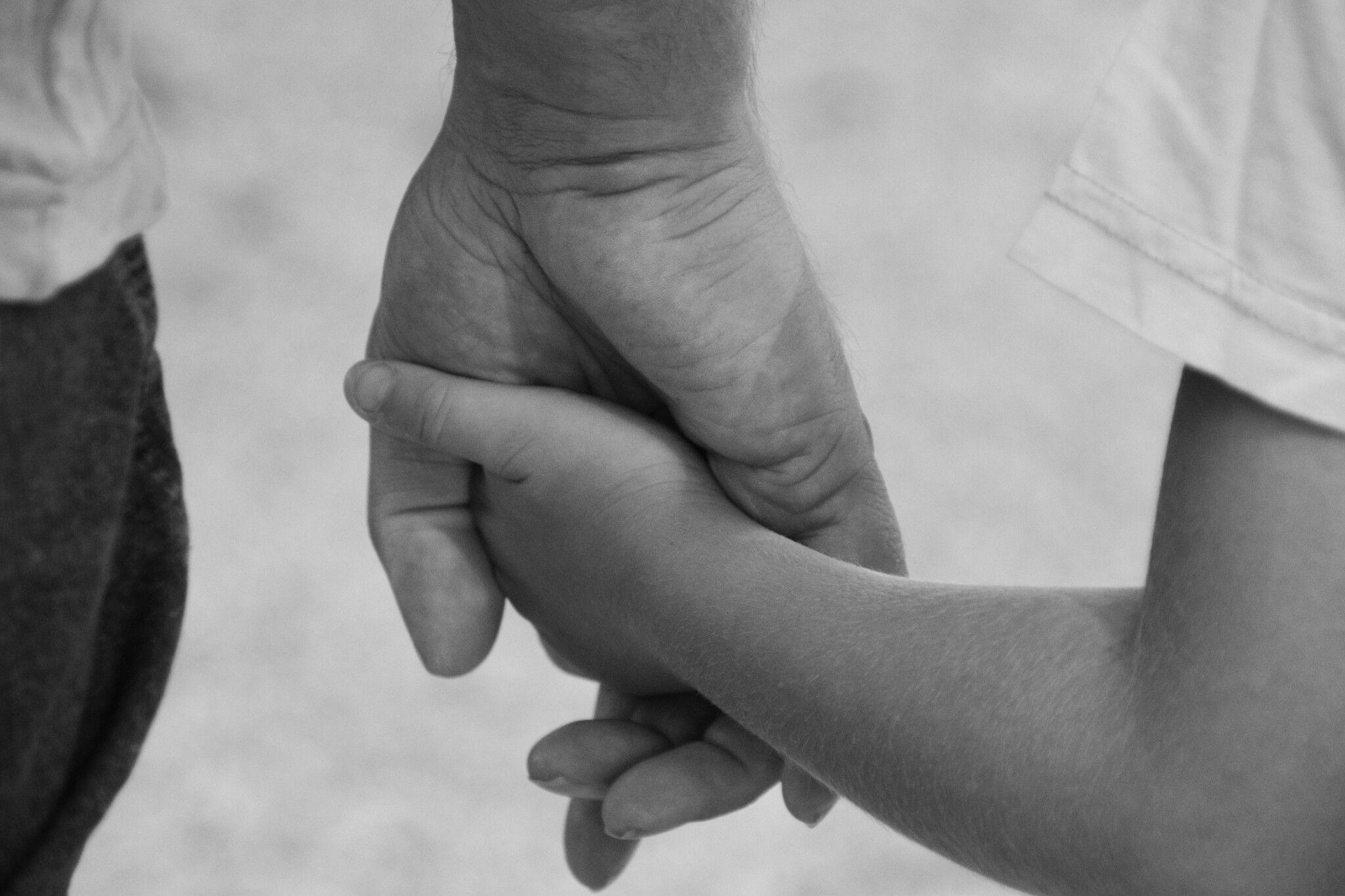 Ik neem je bij de hand en loop met je door het leven .. #Liefde