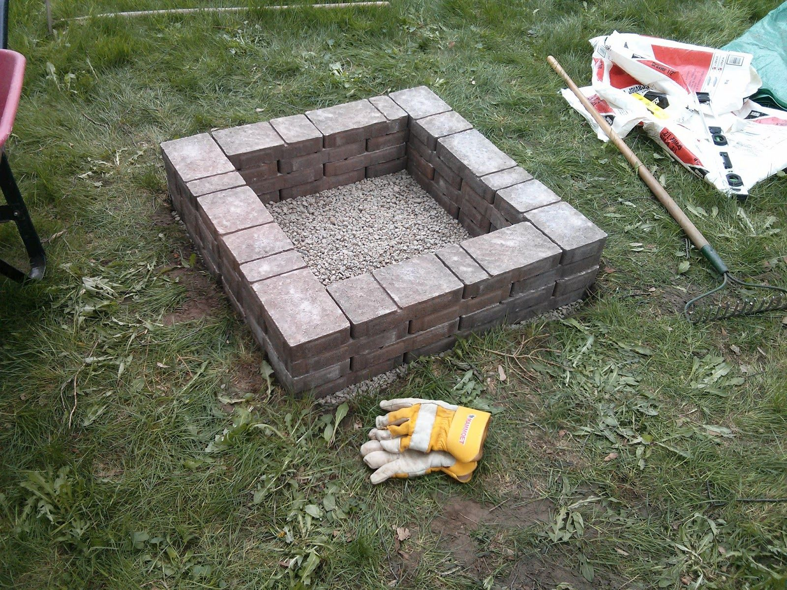 Upgrade Your Garden With 20 Diy Fire Pits Fire Pit Backyard