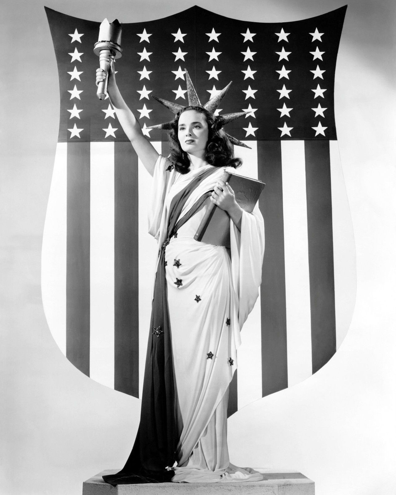Ann Blythe as the Statue of Liberty. #vintage #actresses #July_4th ...