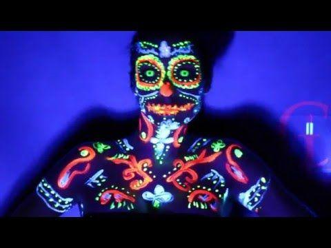 Coucou , Voici un tutoriel maquillage fluorescent grâce à de la peinture