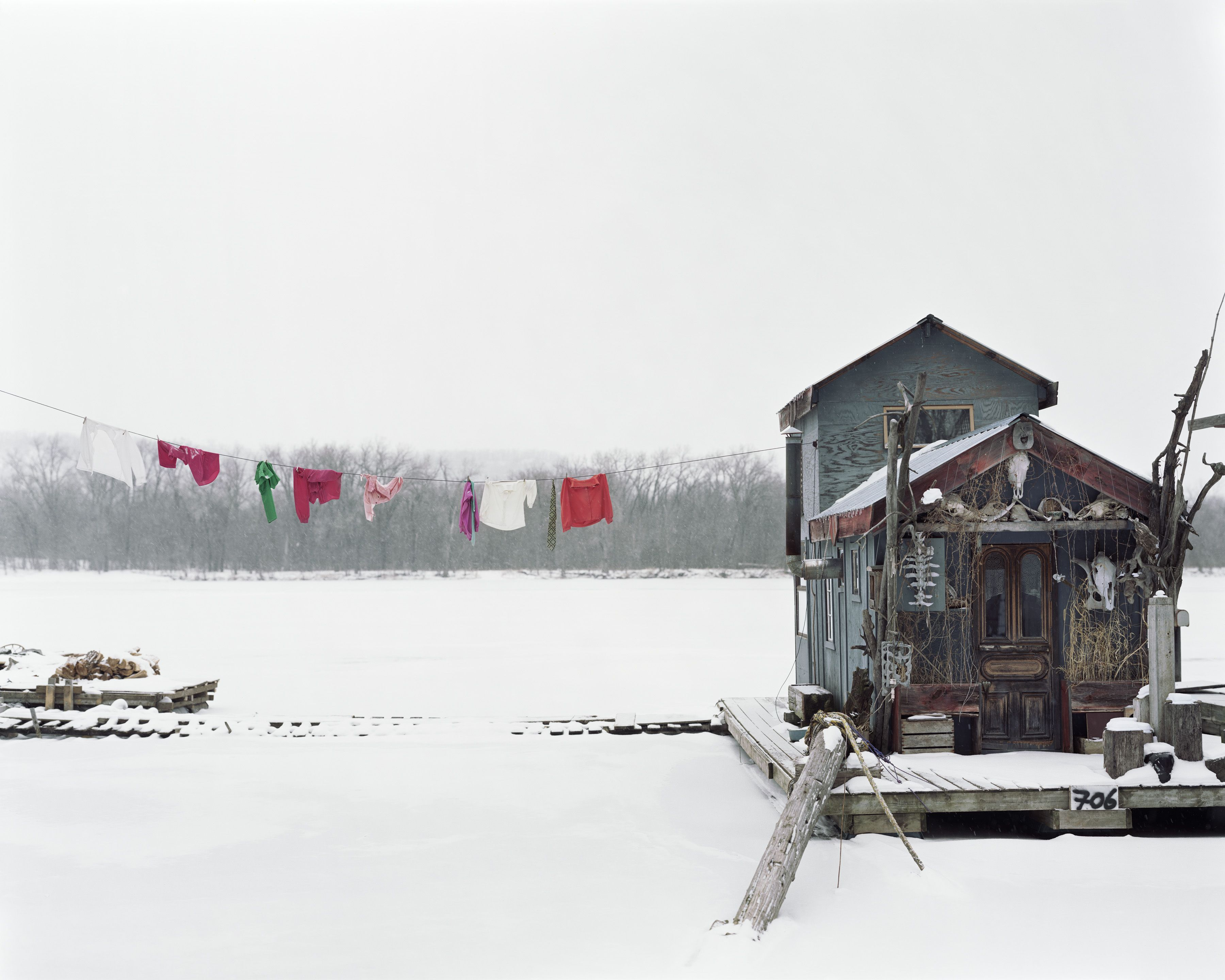 Alec Soth, 'Peter's Houseboat, Winona, MN', 2002. Image courtesy of Beetles + Huxley and Sean Kelly Gallery. © Alec Soth.