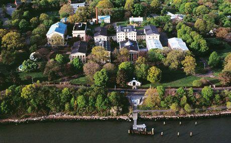 Snug Harbor Cultural Center & Botanical Garden  1000 Richmond Terr. (Richmond Terr/Tysen St)  Staten Island, NY 10301
