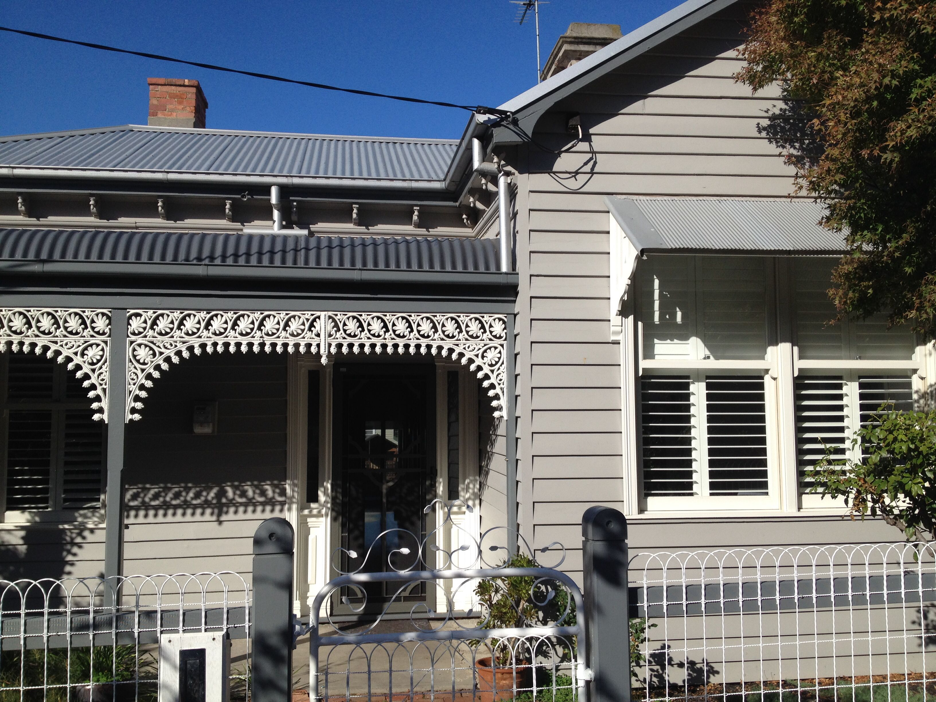A weatherboard house with all the trimmings dreaming of - Edwardian exterior house colours ...