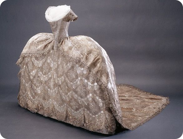 Woah. This is just fantastic. This is a dress from Isis' Wardrobe and Madame Berg. http://bit.ly/I2E4JX