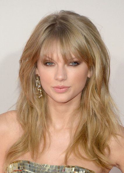 Taylor Swift Photos Photos Arrivals At The American Music Awards Part 3 Taylor Swift Hair Long Hair Styles Curly Hair Styles