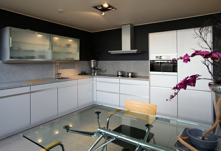 Moderne Accessoires moderne keukens kenmerken zich door strakke lijnen veel hoogglans