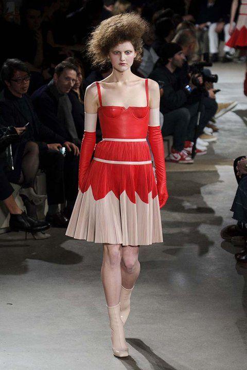 0ea6bab0a4cf Alexander McQueen | i want clothes. | Alexander McQueen, Moda y Moda ...