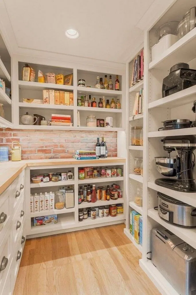 11 Awesome Pantry Shelving Ideas to Make Your Pantry More Organized - hariankoran #pantryshelving