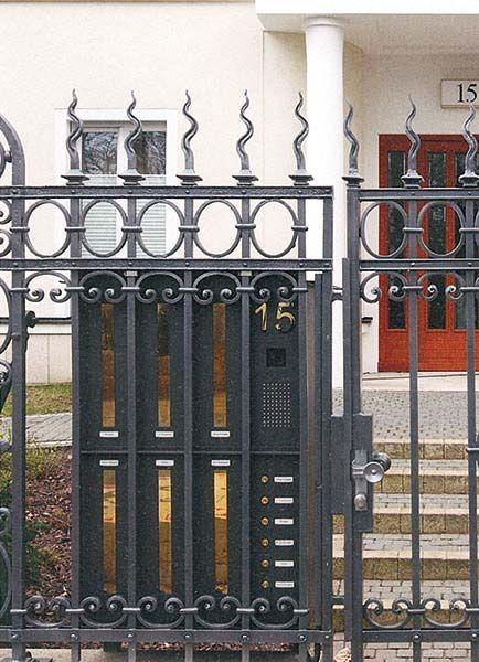 La línea Individual, buzones fabricados a medida, está indicada para rehabilitación de edificios protegidos.