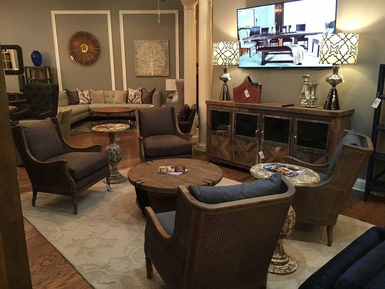I Like The Table Bar Lounge Room Dining Room Spaces Living Room Lounge