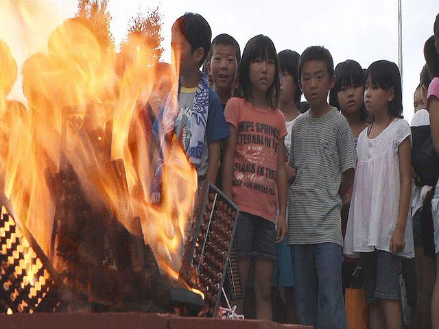 そろばん by motionvisualjapan, via   funeral of abacus, Hekinan city, japan  碧南市 そろばん供養祭 8月8日は、「ぱちぱち」でそろばんの日だそうです