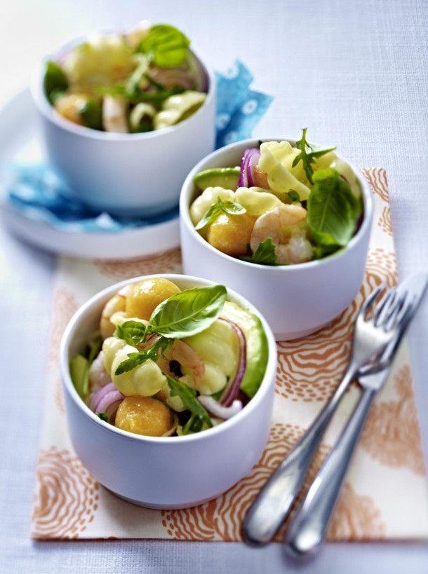 Unser beliebtes Rezept für Pasta-Salat mit Garnelen, Honigmelone und Avocado und mehr als 55.000 weitere kostenlose Rezepte auf LECKER.de.