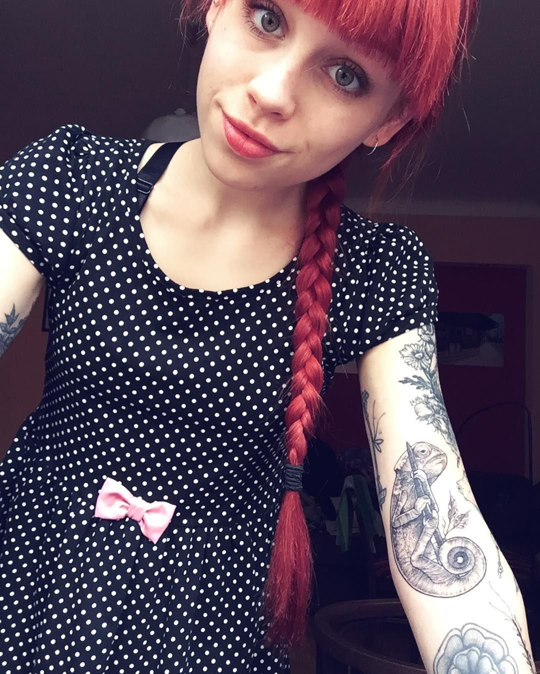 Today I had a pretty good day. Tomorrow I am finally going to the gym so I am very excited ✨ #redhead #redhair #girlswithtattoos #sleeve #selfie #tattooedgirls