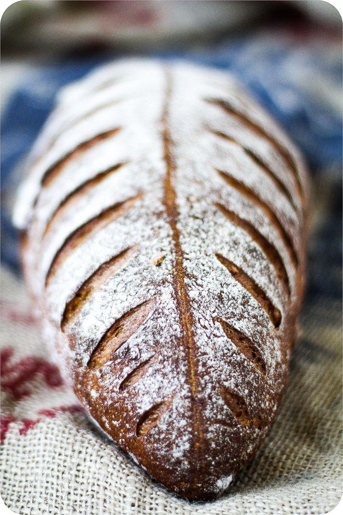 Brot Einschneiden Mit Dem Backermesser Lame De Boulanger Im Brot Shop Brot Brot Rezept Essen