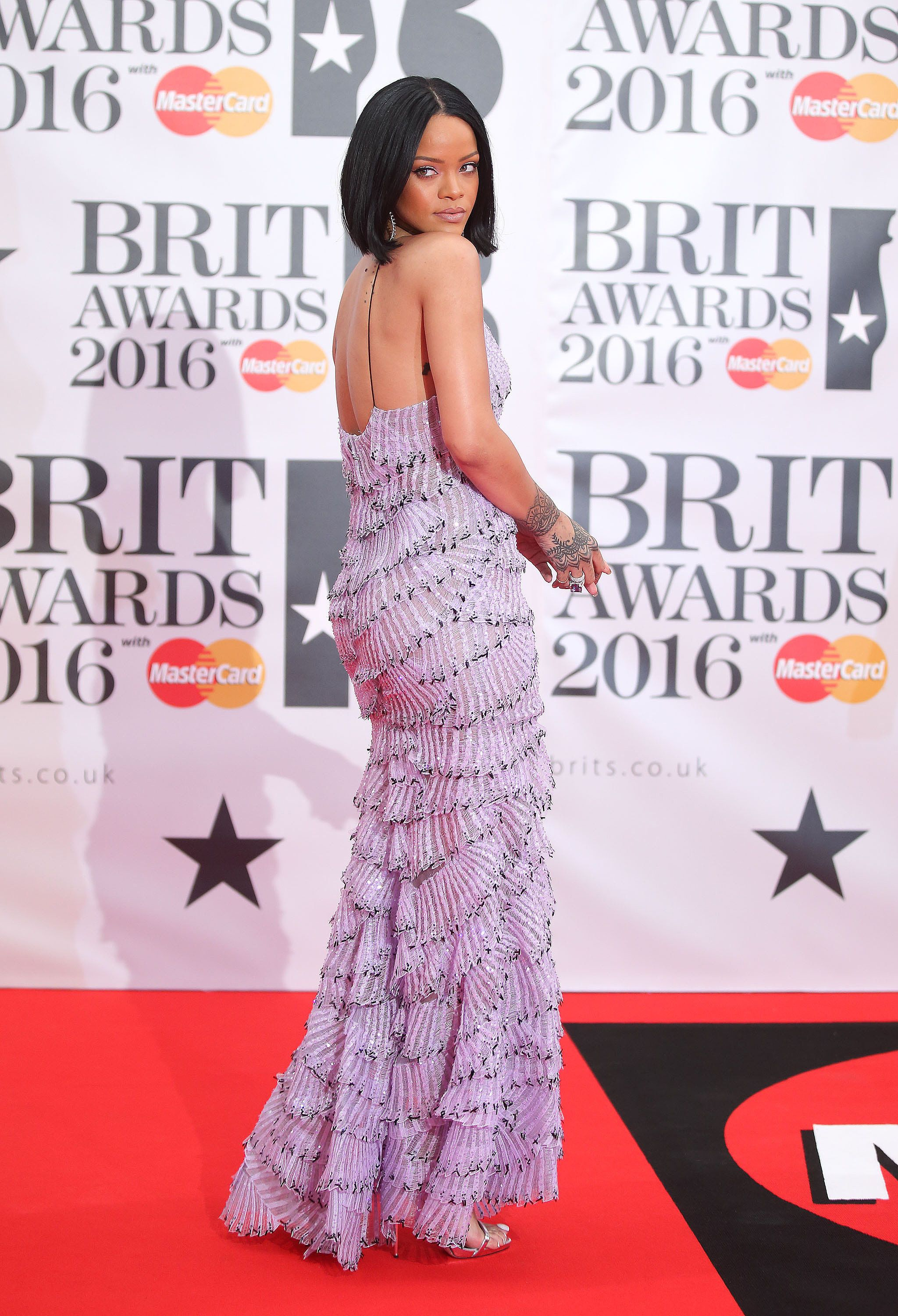Rihanna Work, Work, Work, Work, Works the Hell Out of the Brit Awards