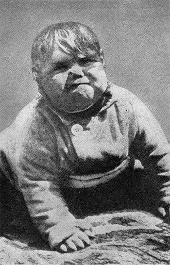 La falsa foto de Hitler siendo un bebé que en 1933 se convirtió en un fenómeno viral