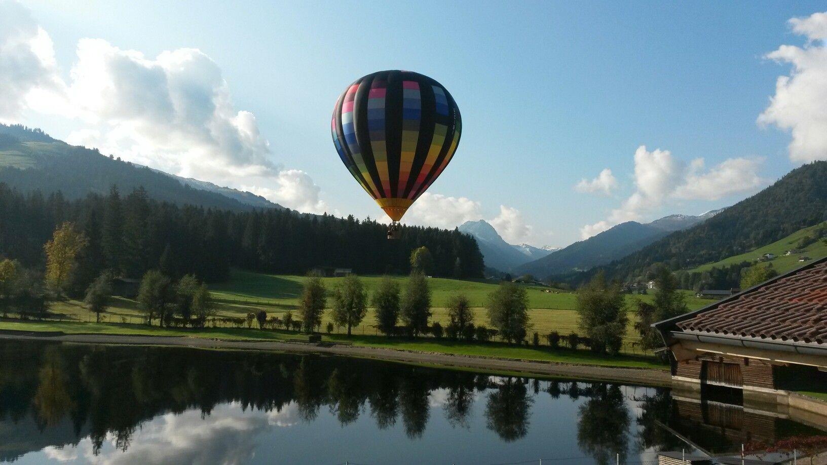 Ein gern gesehener Gast am Bürofenster. Heißluftballon am Badesee ...