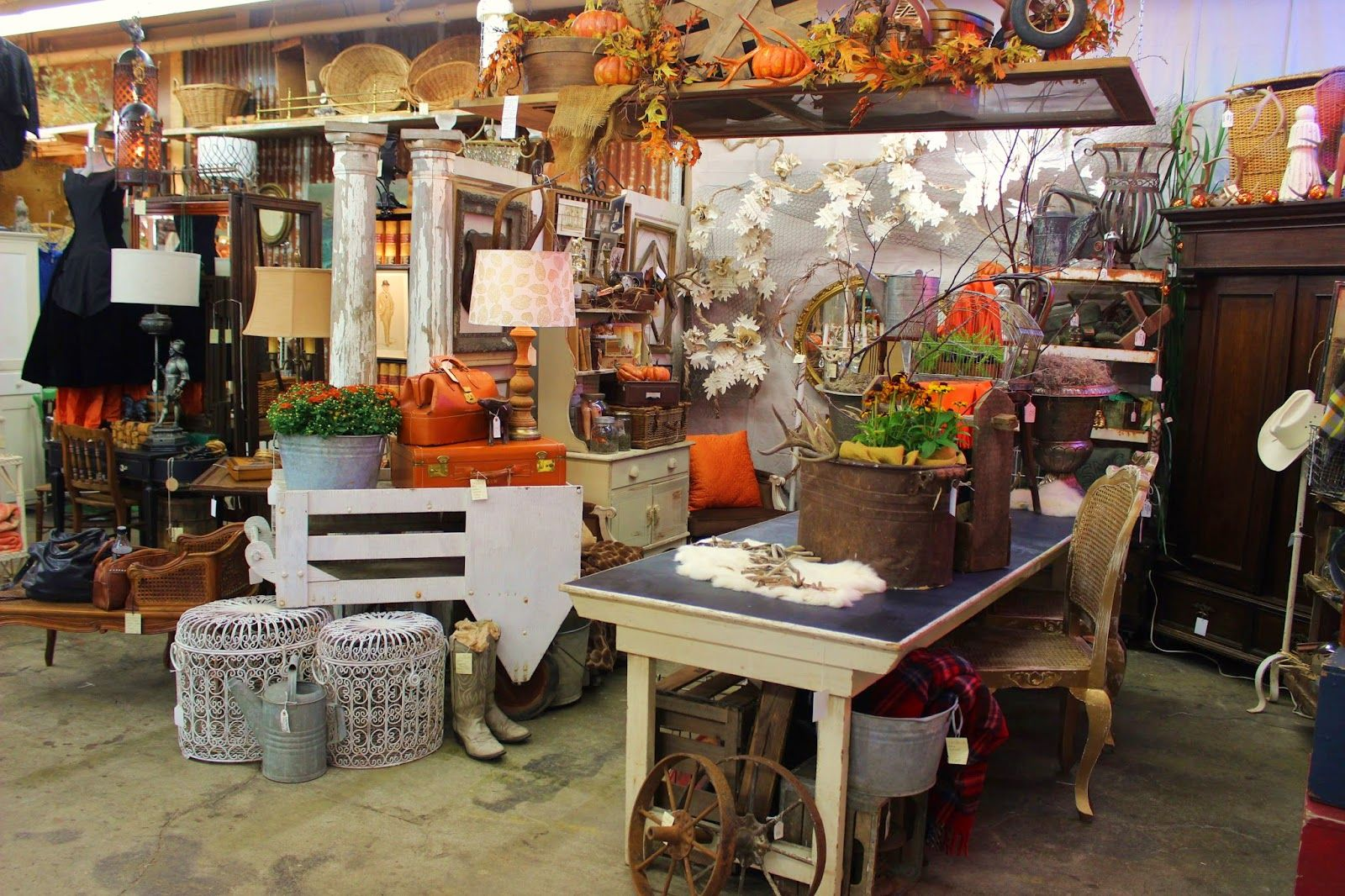Monticello Antique Marketplace Fall Is In The Air At Monticello Vintage Fall Decor Magnolia Home Decor Cool Furniture