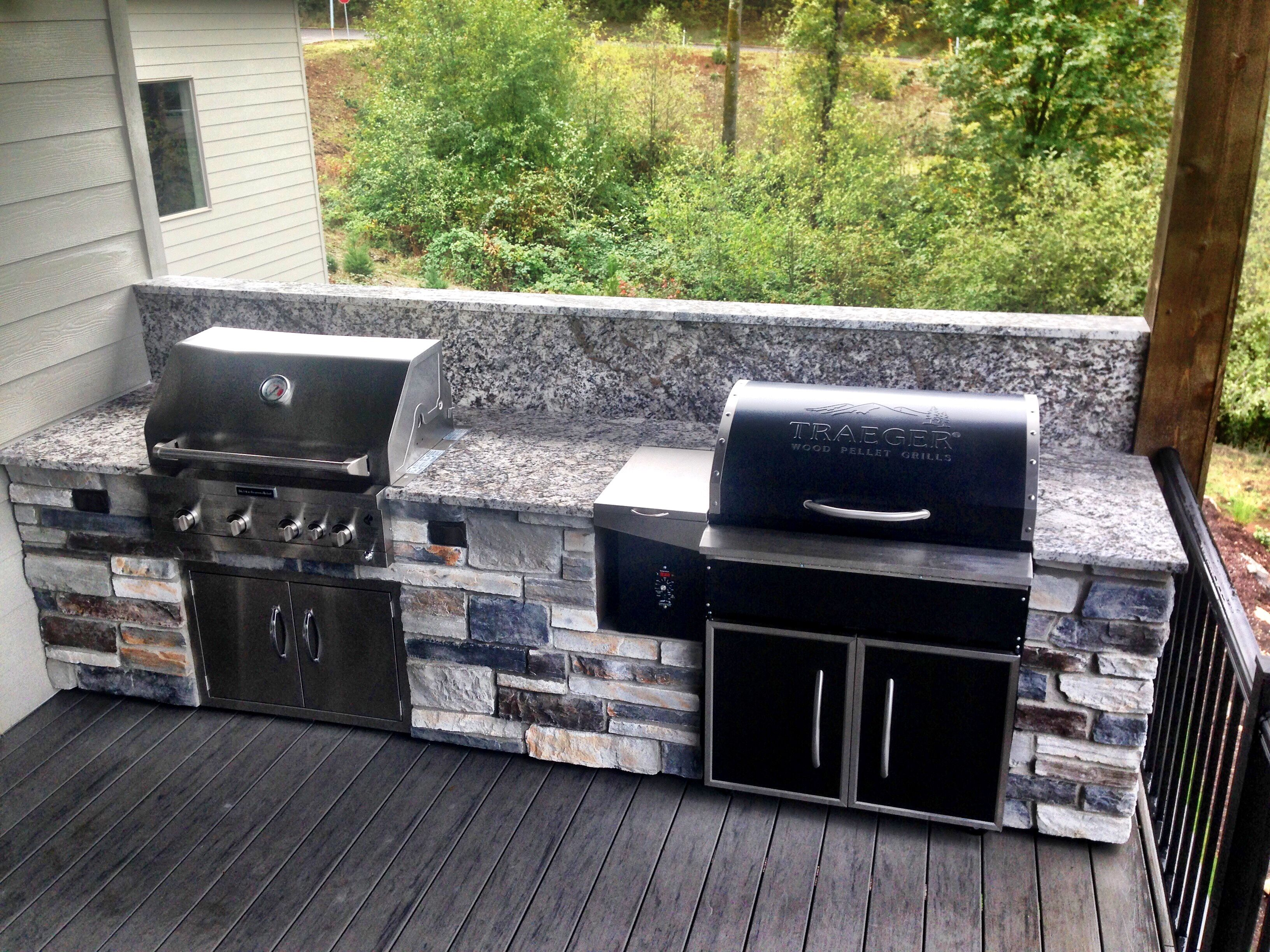 Outdoor kitchen in salem oregon october 2016 traeger for Outdoor kitchen grill insert