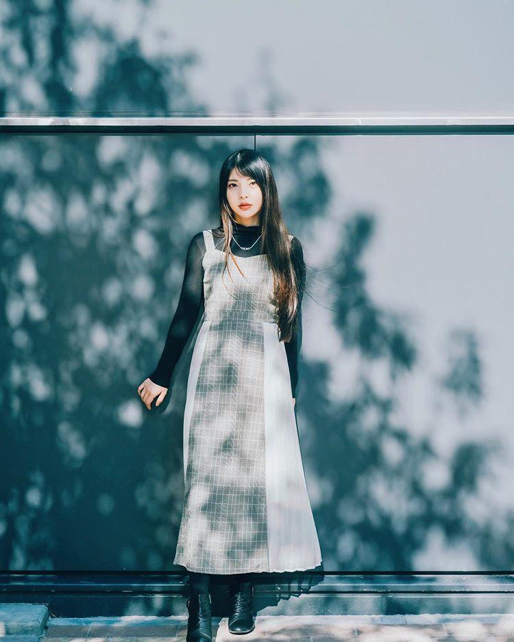 """SHUNTO SATO on Instagram: """" 木漏れ日と青の組み合わせが結構好き この日は光が最強だった                              #その瞬間に物語を   #東京 #過去pic  #透明感 #人物写真 #人像攝影…"""""""