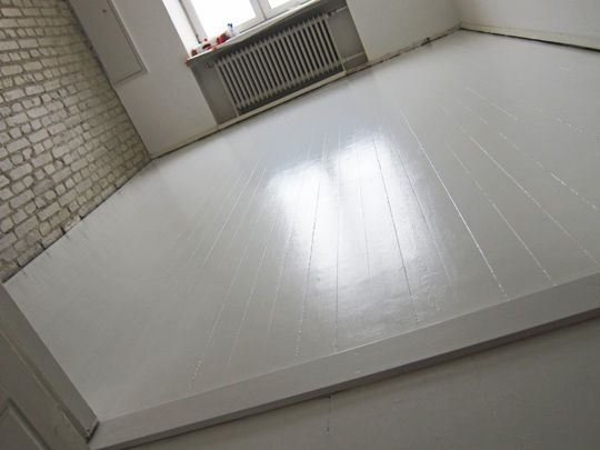 White floor + brick interior wall = swoon