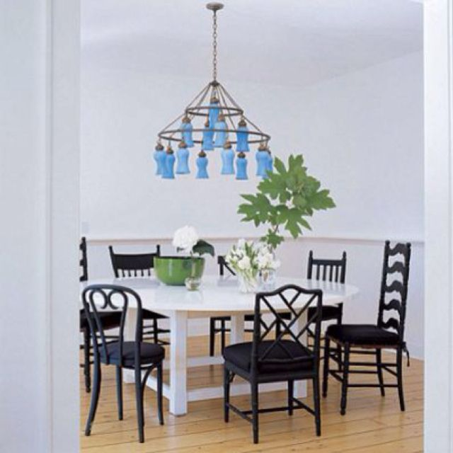 Sarah Jessica Parkeru0027s Dining Table In The Hamptons With Different Style  Chairs.