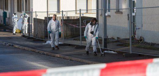 Ermittelnde Beamte vor Flüchtlingsunterkunft:  Warum explodierte die Granate nicht?