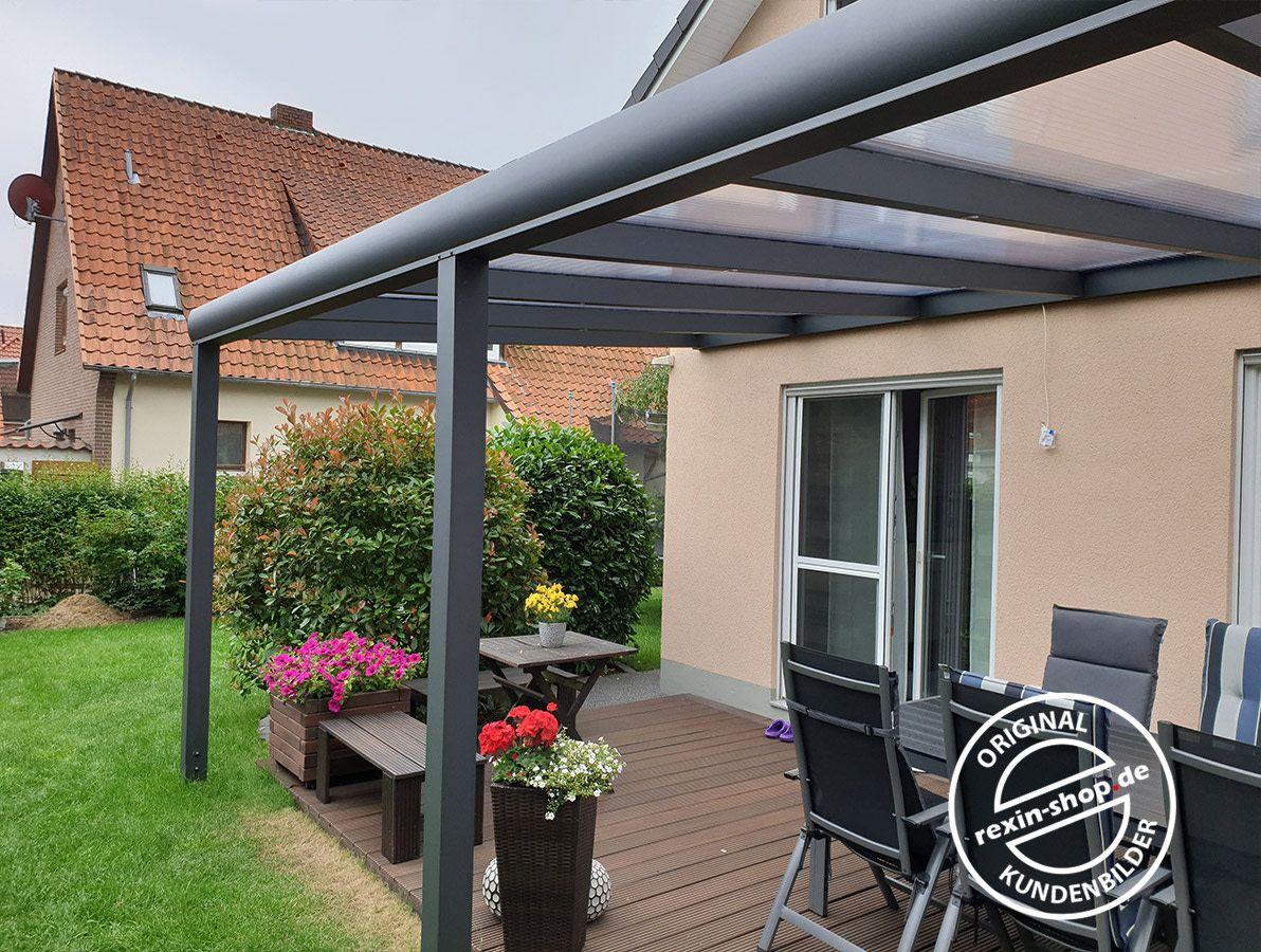 So Macht Die Freizeit Im Garten Noch Mehr Spass Ein Komfortables Terrassendach Rexopremium Schutzt Vor La Uberdachung Terrasse Stegplatten Terrassenuberdachung