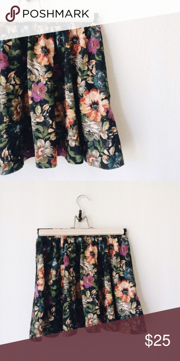 b843b4413 Zara floral skirt!! Cute floral miniskirt from Zara!!! Lightly worn and in great  condition. Zara Skirts Mini