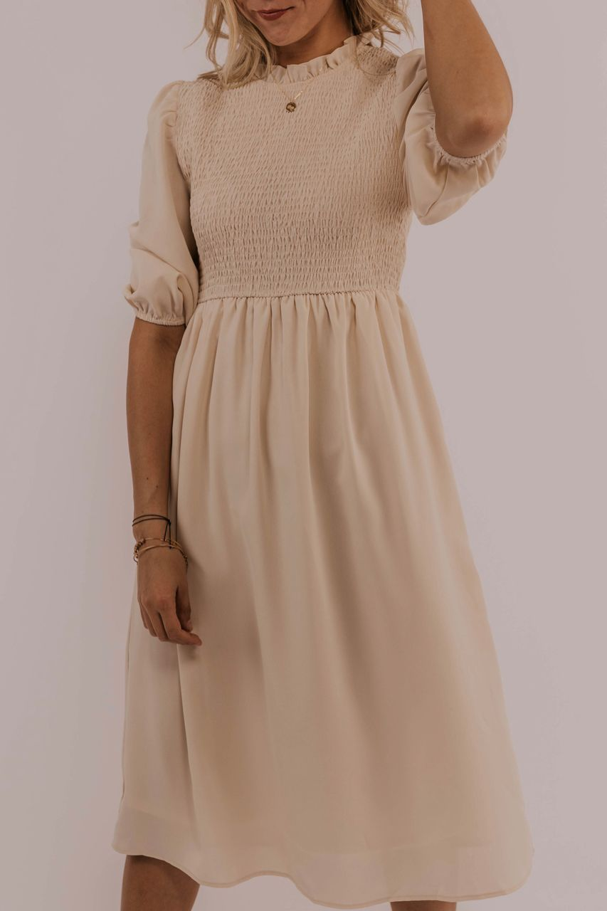 Modest Dress Outfit Ideas Knee Length Midi Dress Outfits Summer Bridesmaid Dresses Light Pink Blush Dress Outfits 3 4 Sleeve Dresses Kleding Kleren Jurkjes [ 1280 x 853 Pixel ]