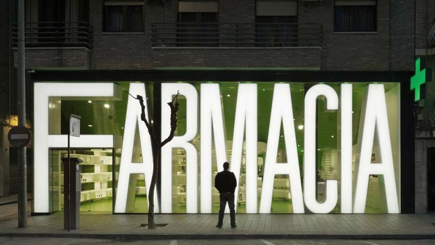 farmacia-casanueva-1 | visual merchandising | Pinterest | Director ...