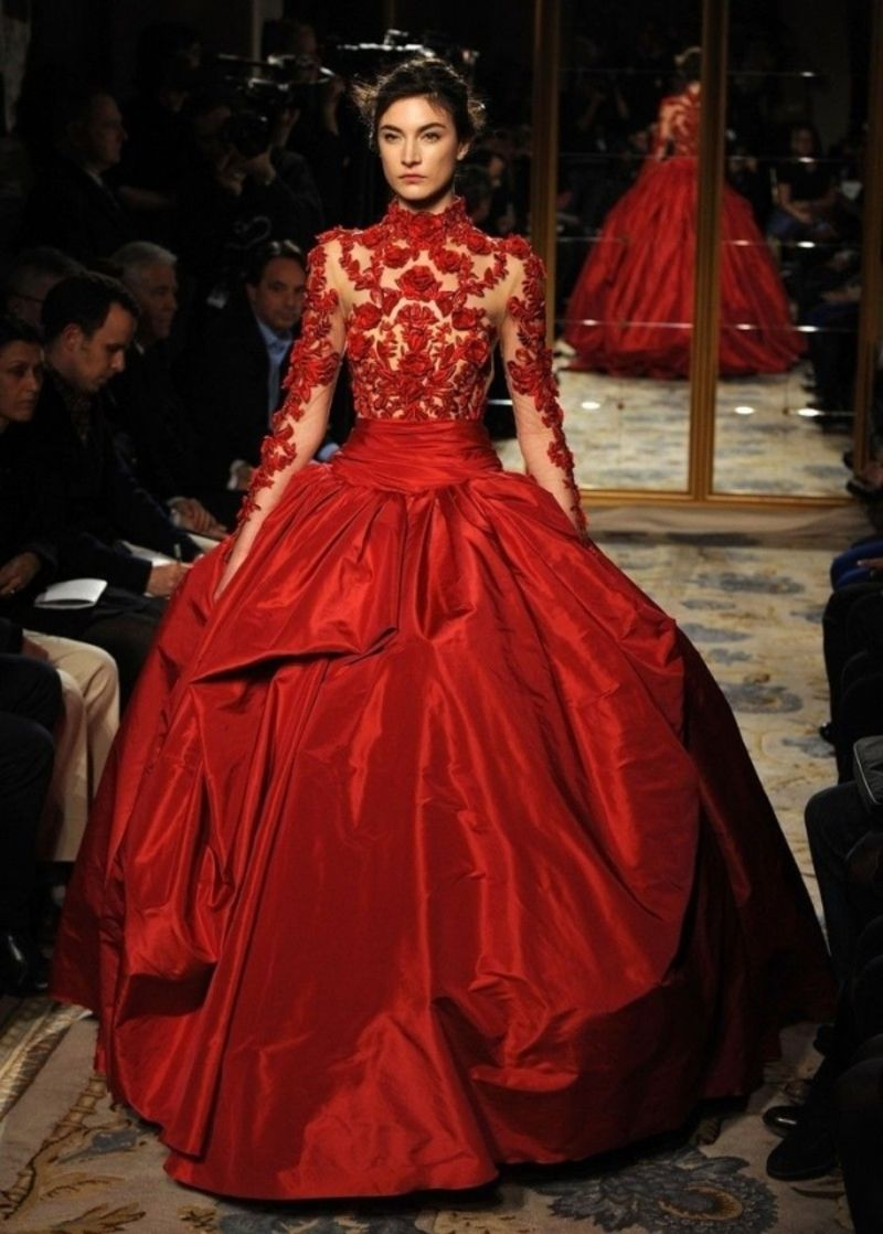 ethnischen Flair  Beautiful dresses, Red gowns, Gowns
