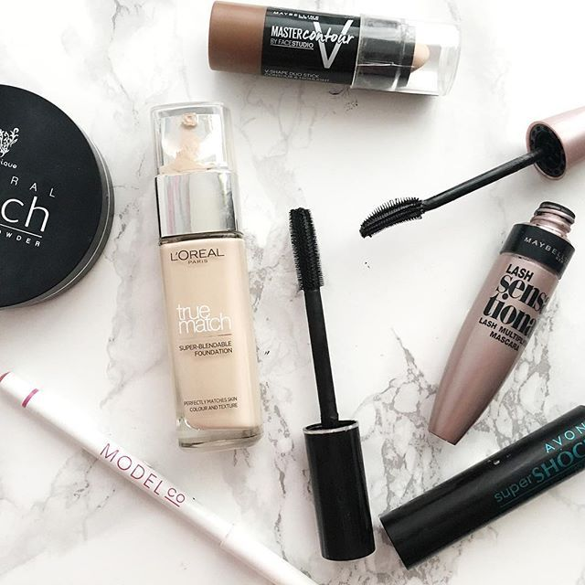 A few things Iv used today, still completely obsessed with @maybelline master contour⭐️ . . . #bblogger #makeup #motd #mascara #contour #powder #lipliner #beautyblogger #blogger