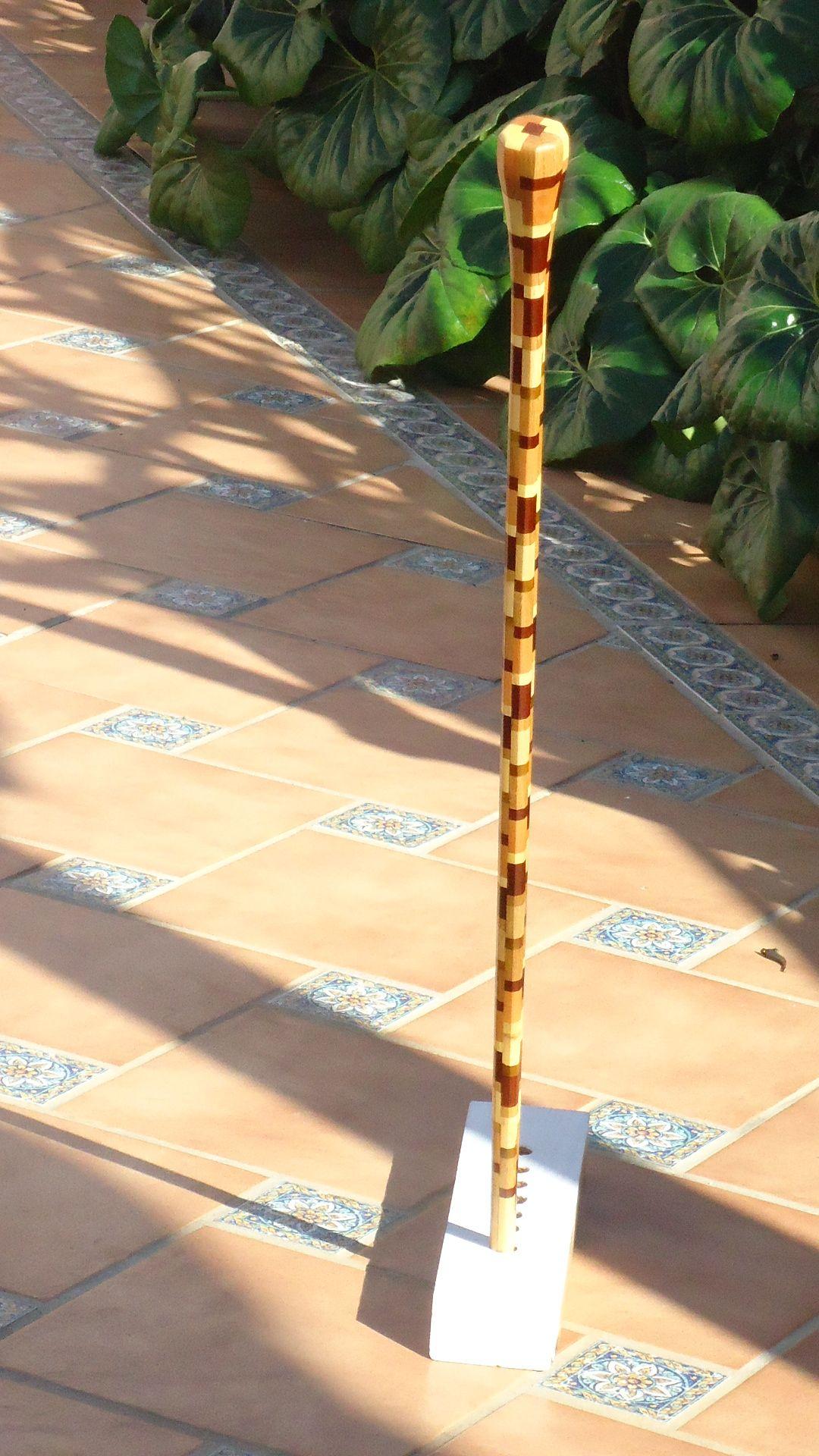 Baston nº 35. Con 48 piezas de madera de limon de Cartama 24 de acacia de Escocia 50 de roble americano 23 de haya de Rumania y46 de caoba de Cuba. R. Cueto
