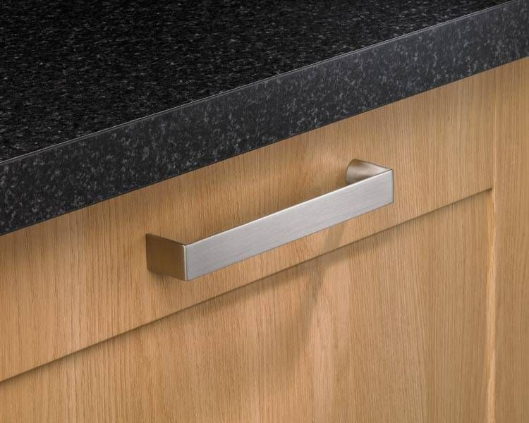 Howdens Stainless Steel Effect Chunky D Handle Kitchen Handles Kitchen Collection Kitchen