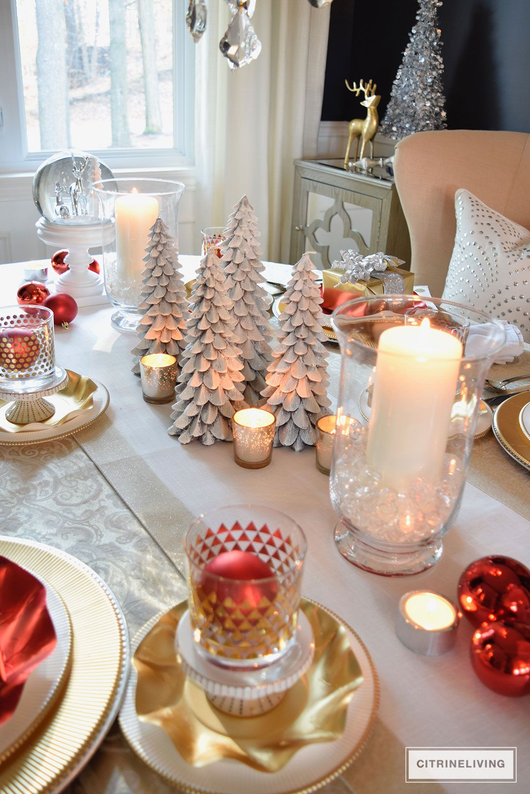 Red White And Gold Holiday Tablescape With A Twist Gold Holiday Tablescape Christmas Tablescapes Elegant Diy Christmas Table