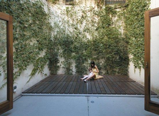 Decoracion un patio interno con deck pileta y parrilla for Pileta en patio pequeno