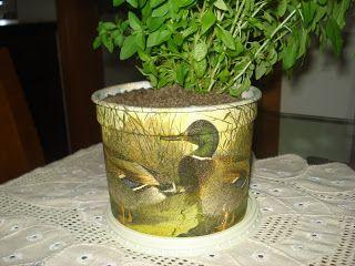 Lar de Arteira: Pote de paçoca e vaso de cerâmica antigo  http://lardearteira.blogspot.com.br/2012/11/pote-de-pacoca-e-vaso-de-ceramica-antigo.html