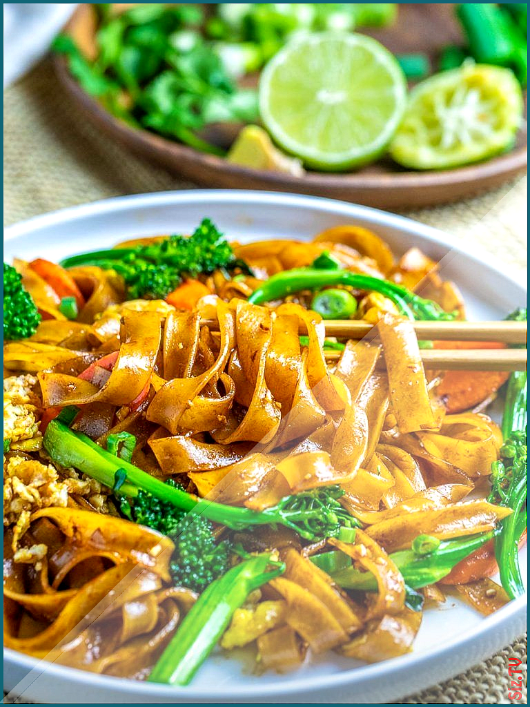 Pad See Ew Thai Noodles With Beef And Broccoli beefandbroccoli A popular Thai soy sauce noodle dish beef and broccoli recipes slow cooker  beef a  Pad See Ew Thai Noodles With Beef And Broccoli beefandbroccoli A popular Thai soy sauce noodle dish beef and broccoli nbsp  hellip   #Beef #beefandbroccoli #Broccoli #Broccoli recipes soy sauce #Cooker #Dish #Noodle #noodles #Pad #popular