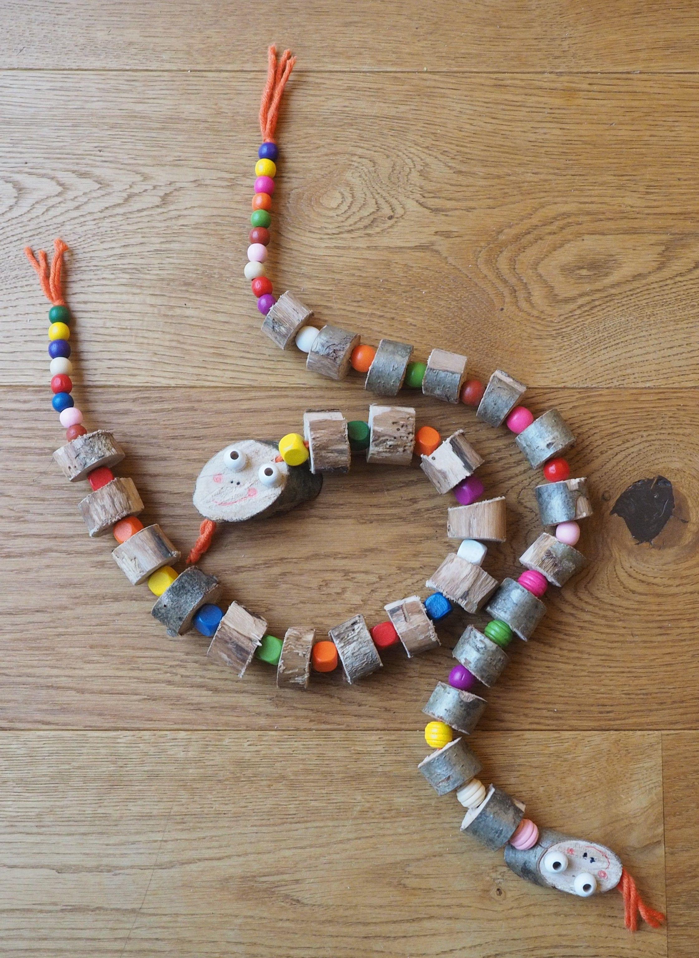 Diesen Holzwurm Muss Man Einfach Mogen Diy Mama Mal 3 In 2020 Kinder Basteln Holz Basteln Mit Kindern Basteln Mit Naturmaterialien