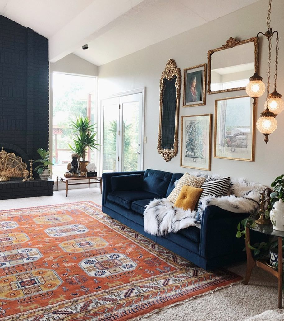 Vintage Blue Velvet Couch With The Perfect Orange Rug I Absolutely Love The Way This Room Is Blue Couch Living Room Velvet Couch Living Room Blue Couch Living