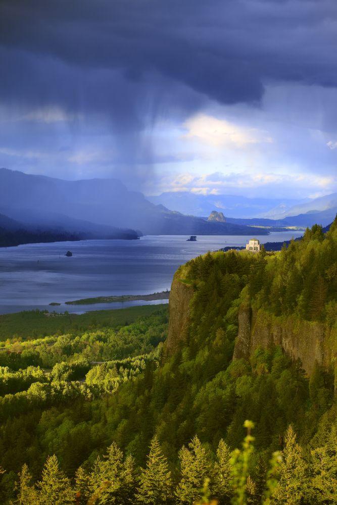 Vista House - Columbia River Gorge, Washington State