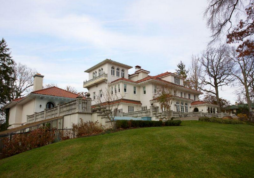 The House Joe Sr Allegedly Bought Gloria Swanson In The 1920 S Gloria Crest Estate In Englewood New Jersey Mansions Real Estate Estates
