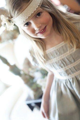 A mí siempre me han gustado los pajes lo más naturales posibles, me encantan los niños en colores claros, en lino y con flores naturales.   ...